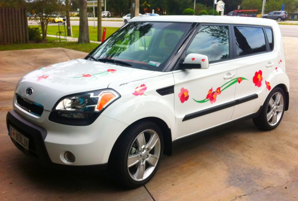 White Kia Soul hood & side with red & orange flowers