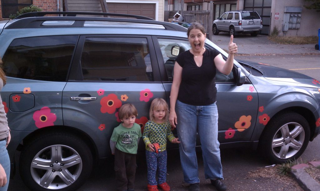 Subaru Forrester pink, red, orange Marimekko poppies mom, boy and girl toddlers
